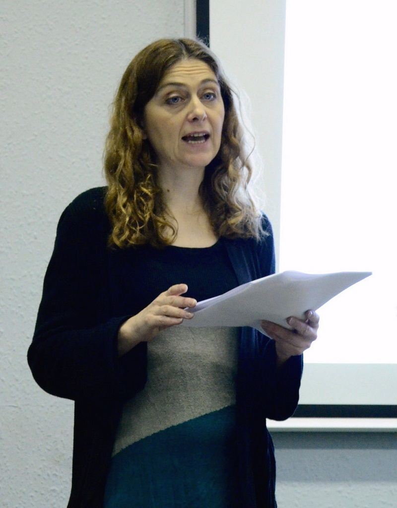 "Dr Louise Nelstrop, organiser of the Mystical Theology Network, delivering her paper: '""I did not see Jews""; Julian of Norwich on Christ's blood and love'. Photographer: Pol Hermann"